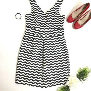 WHBM A line Dress Sz 8  Chevron Black & White Knee